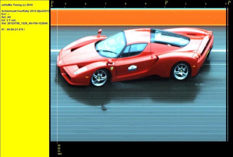 Achterhoek Tour Rally 2012. Leuk speels effect. Auto lijkt krom omdat finish vlak voor een bocht stond opgesteld.